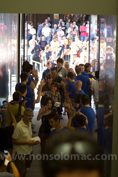 apple-store-via-rizzoli-bologna-inaugurazione-112