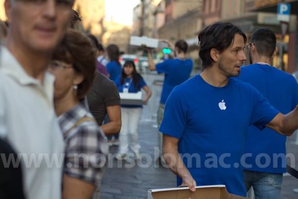 apple-store-via-rizzoli-bologna-inaugurazione-17