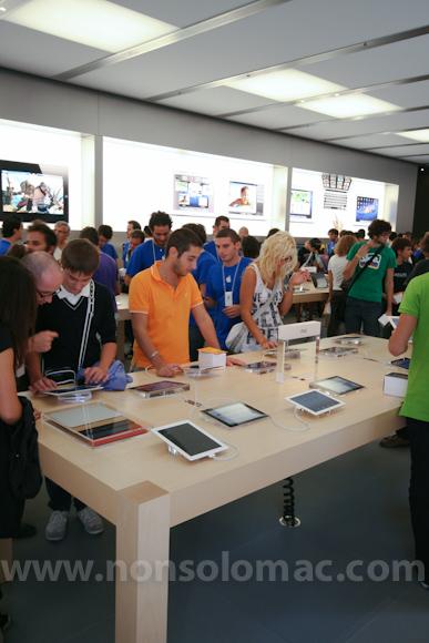 apple-store-via-rizzoli-bologna-inaugurazione-170