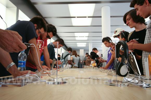 apple-store-via-rizzoli-bologna-inaugurazione-174