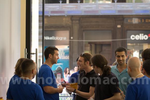 apple-store-via-rizzoli-bologna-inaugurazione-218