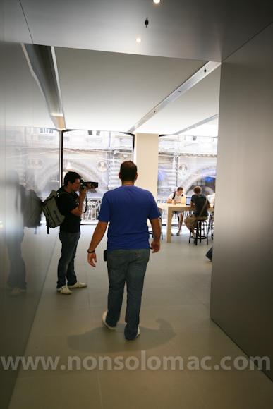 apple-store-via-rizzoli-bologna-inaugurazione-220