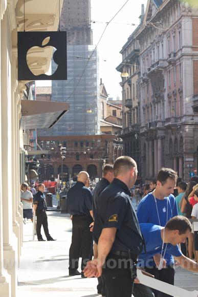 apple-store-via-rizzoli-bologna-inaugurazione-236