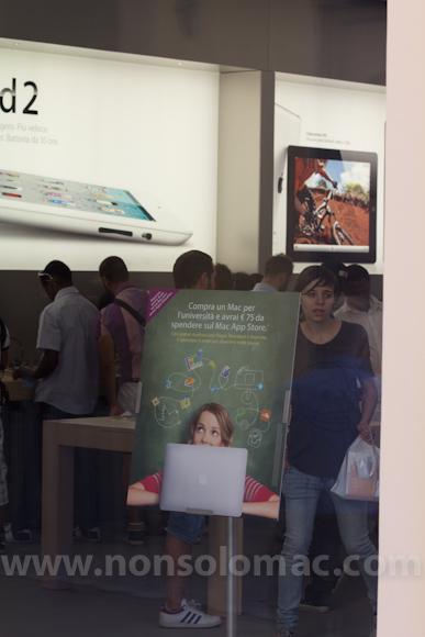 apple-store-via-rizzoli-bologna-inaugurazione-237
