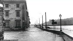 Firenze alluvionata - 4 novembre 1966 - Lungarno