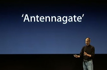 iPhone 4 Antennagate - Steve Jobs durante la conferenza stampa