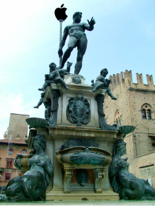 Bologna - Fontana del nettuno con mela morsicata
