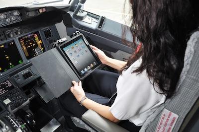 iPad - Alaska Airlines - L'iPad sostituisce i manuali di volo dei piloti