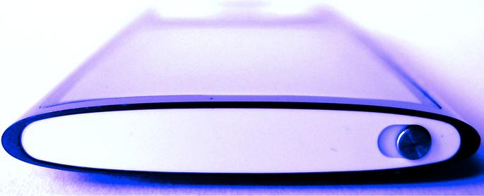 iPod nano 5G viola, visto di taglio - Schermo arrotondato