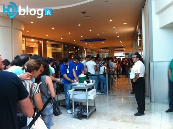 Apple Store Campania - La coda by hdblog.it