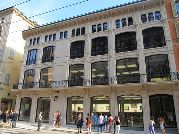 Apple Store Bologna, Via Rizzoli - L'edificio il giorno prima dell'inaugurazione