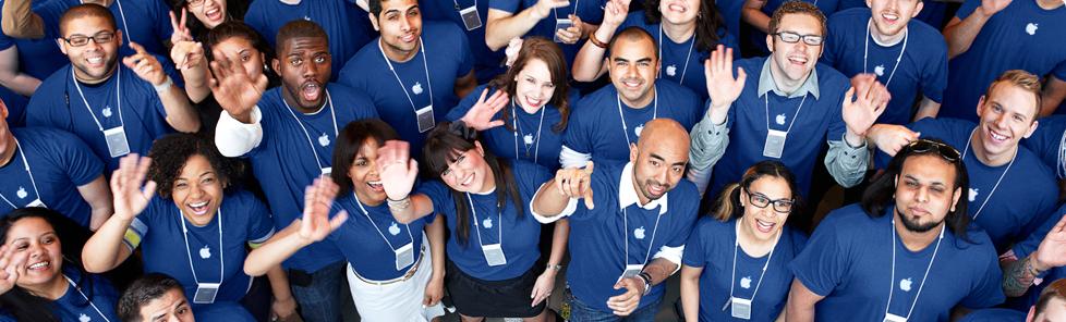 Apple Store - Personale in maglia azzurra