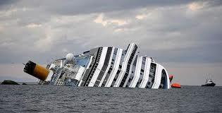 Costa Crociere - Costa Concordia - Mezza affondata, reclinata, all'Isola del Giglio
