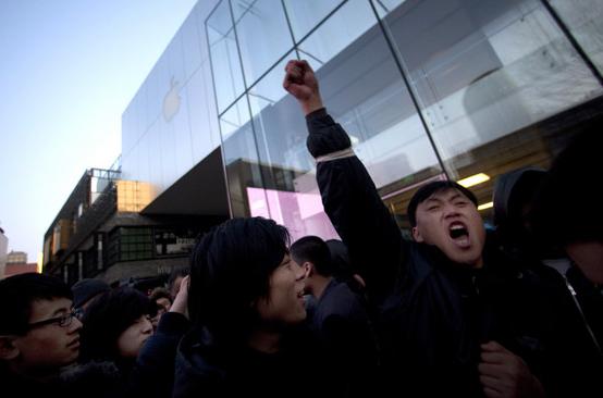 iPhone 4S - Tafferugli per il debutto a Pechino, Beijing (Cina)