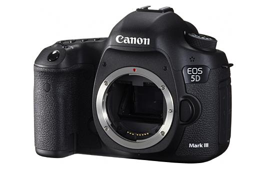 Canon EOS 5D Mark III - Vista frontale senza obiettivo