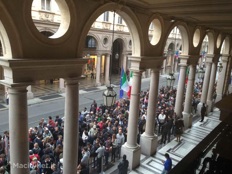 Apple Store Via Roma, Torino - Inaugurazione - La grande coda