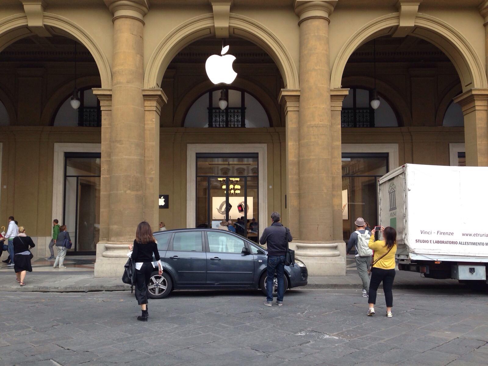 Apple Store Firenze - Prime immagini in anteprima