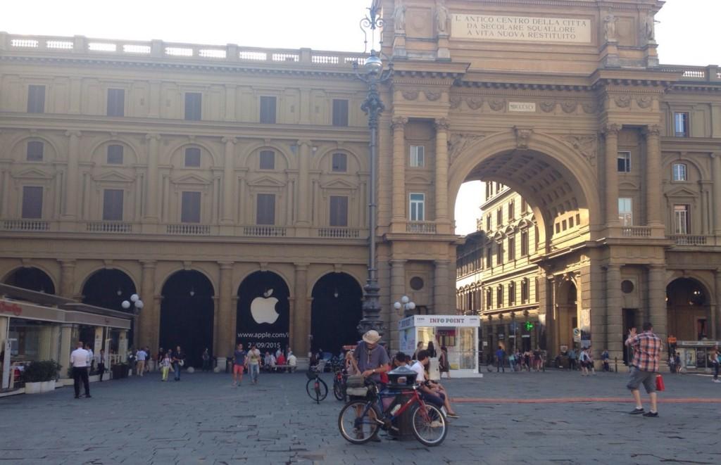 Apple Store Firenze, Piazza della Repubblica