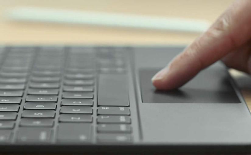 Craig Federighi illustra la nuova tastiera con trackpad per iPad Pro