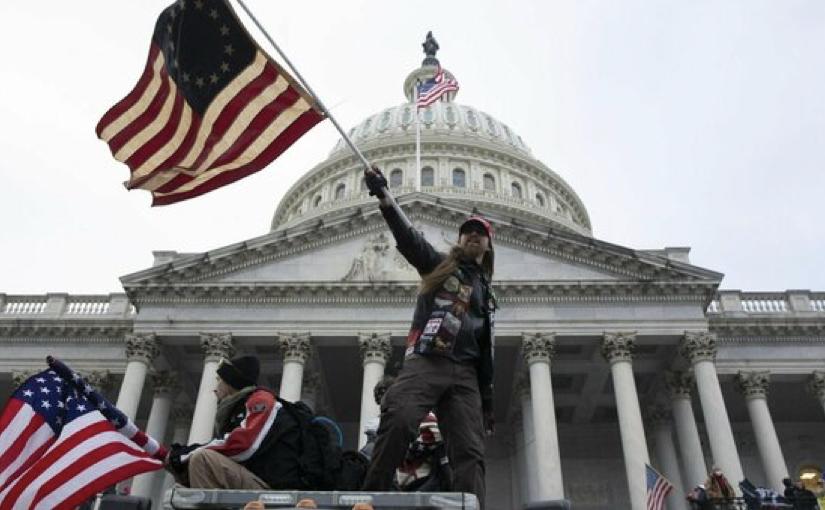 Fecebook, Twitter, Tim Cook … le reazioni ai gravi fatti di Washington