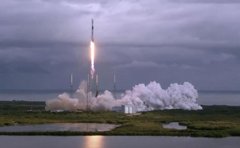 SpaceX lancia nello spazio 143 satelliti, record assoluto