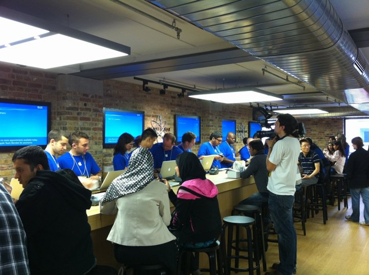 apple-store-covent-garden-20-geniusbar.jpg