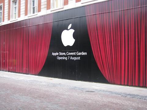 apple-store-covent-garden-drappo-rosso-2.jpg