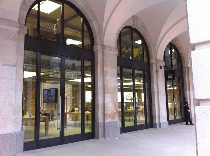 Apple Store Covent Garden - Le vetrine